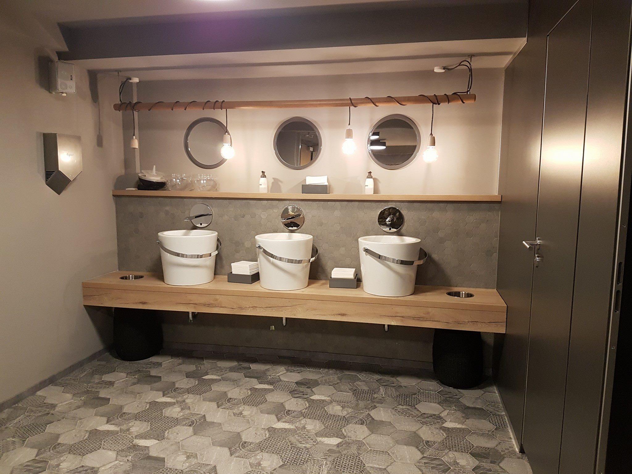Hochwertige Badezimmerausstattung – Die Massivholz Schmiede